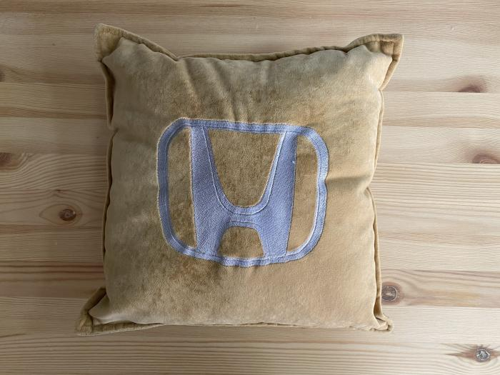 """Декоративная подушка """"Honda-бежевая"""""""