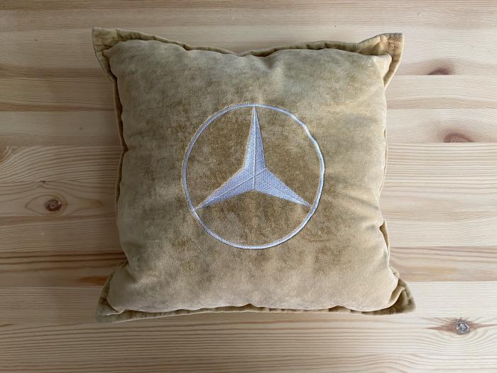 "Декоративная подушка ""Mercedes-Benz-беж"""