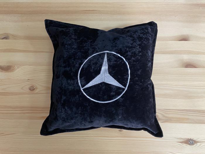 "Декоративная подушка ""Mercedes-Benz-белый лого"""