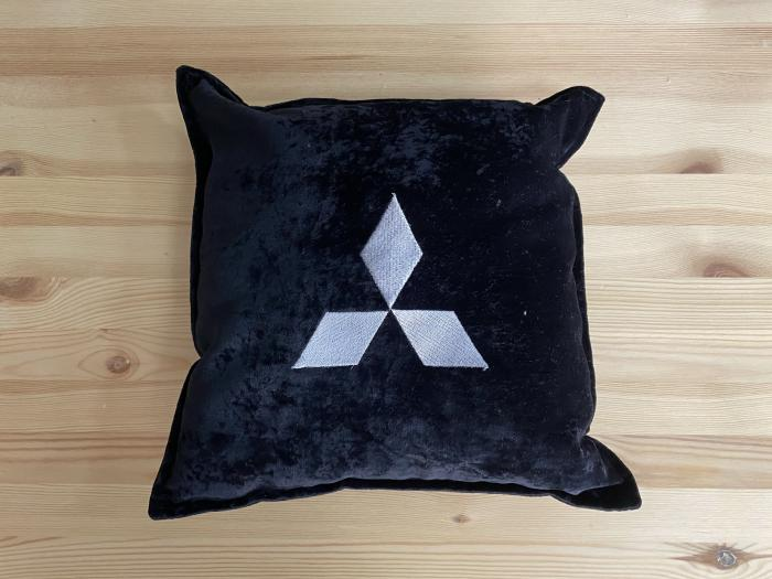 "Декоративная подушка ""mitsubishi-черная"""
