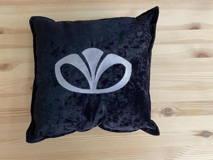 """Декоративная подушка """"Daewoo-белый лого"""""""